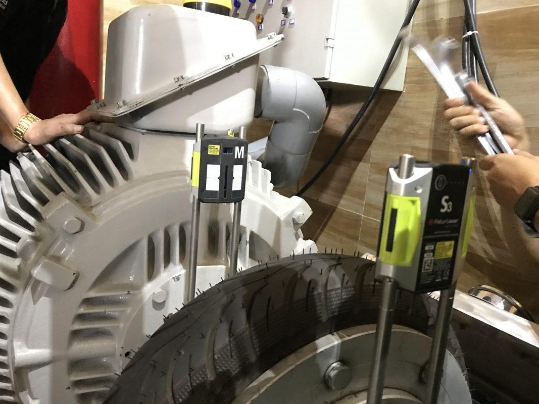 Cân chỉnh đồng tâm trục bằng Laser máy nén tại nhà máy nước đá
